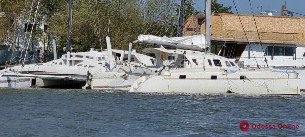 Шедший из Рени сухогруз на Дунае врезался в три катамарана