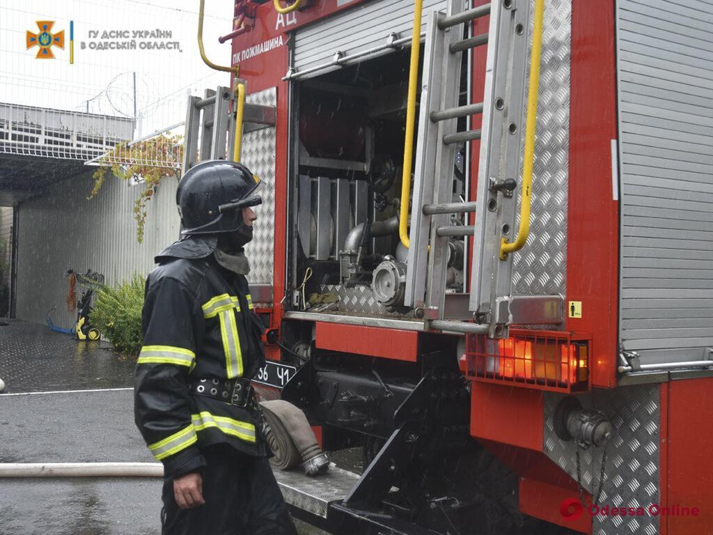 Под Одессой сгорел сарай – от огня спасли жилой дом