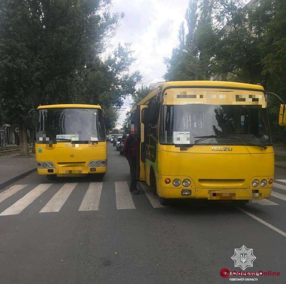 На Ицхака Рабина маршрутка сбила пешехода на «зебре» (обновлено)