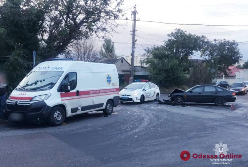 В Одессе столкнулись легковушка и автомобиль скорой помощи