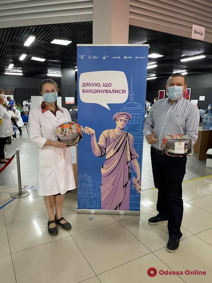 В Одессе за выходные в центрах массовой вакцинации привились почти девять тысяч человек