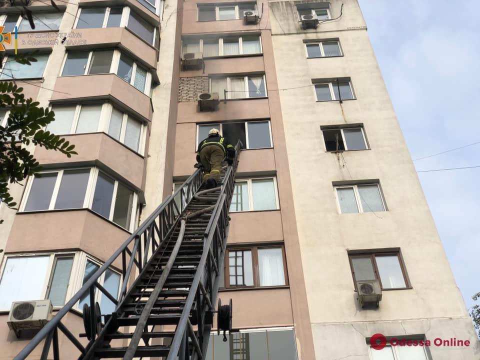 Пожар на Дюковской: загорелась квартира на 7 этаже