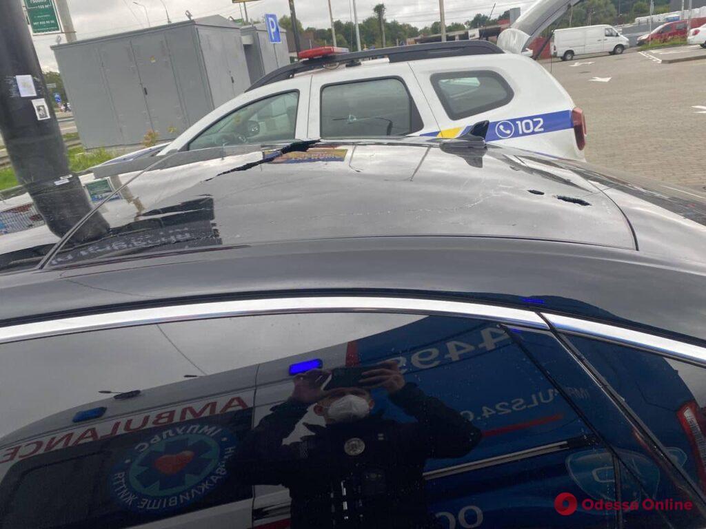 Неизвестные обстреляли машину первого помощника президента – тяжело ранен водитель (фото)