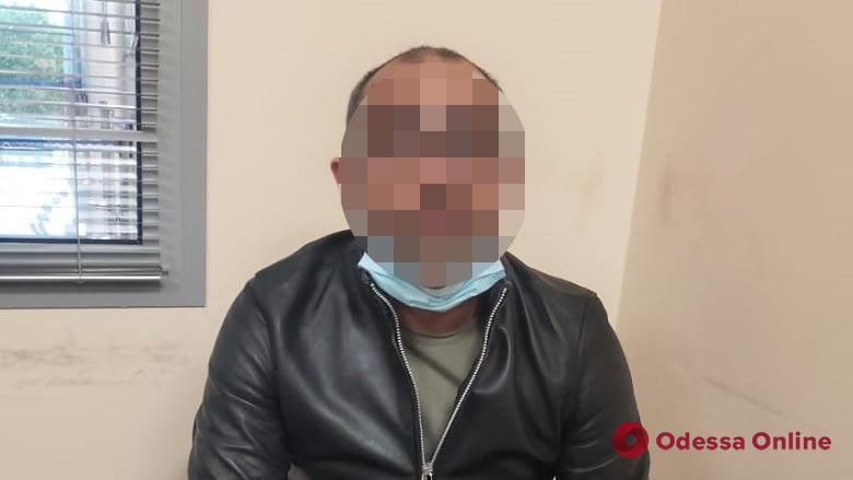 В Одесском аэропорту задержали иностранца, который стащил из сейфа товарища 105 тысяч долларов