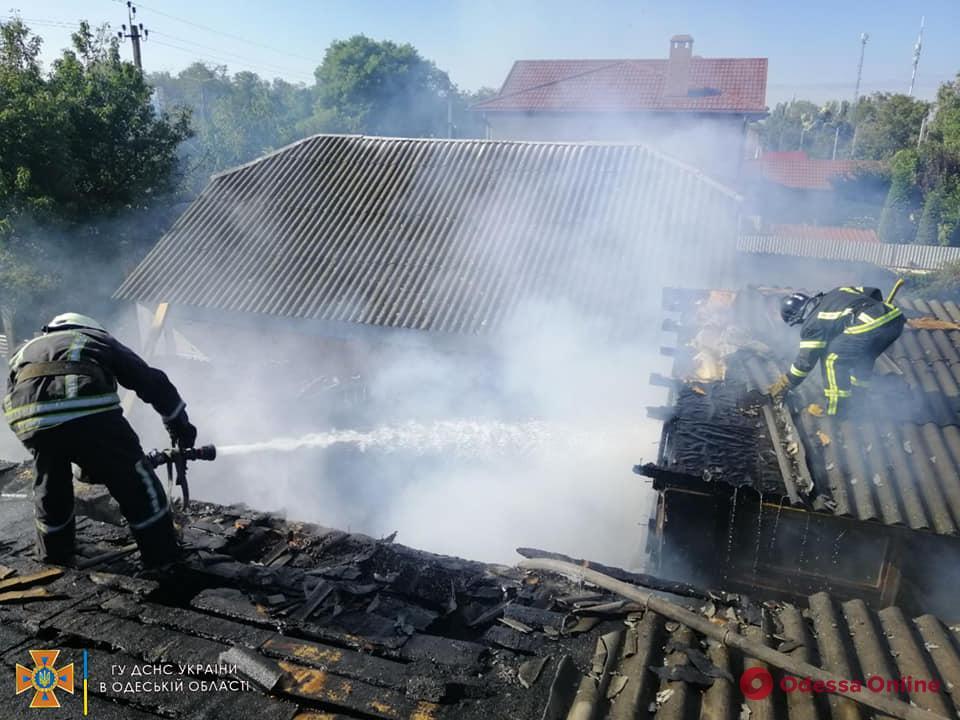 В Одессе тушили пожар в частном доме
