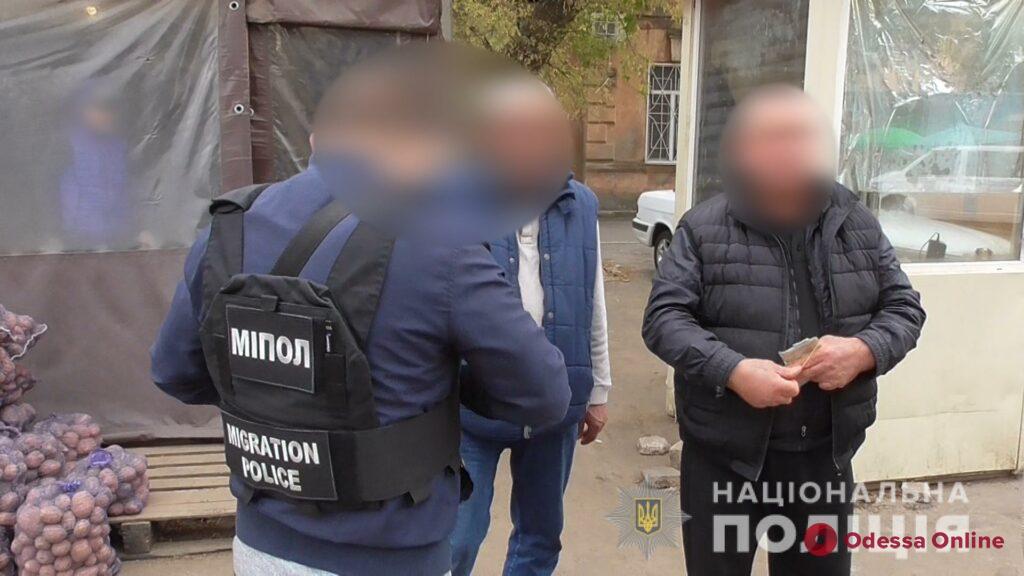 На одесском рынке ловили нелегальных мигрантов (фото, видео)