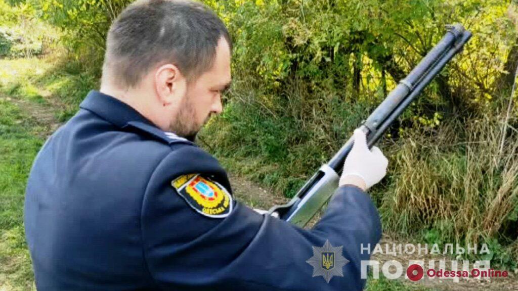 Стрелял в полицейских и угрожал гранатой: в Одесской области ликвидировали мужчину с обрезом (фото, видео, обновлено)