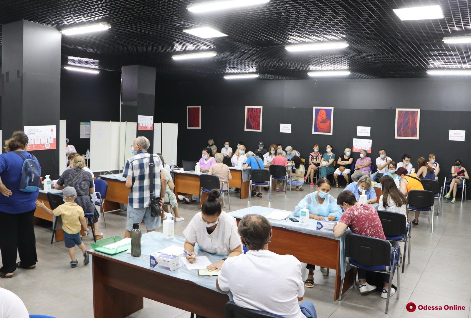 Pfizer, AstraZeneca и CoronaVac. На выходных в Одессе будут работать 10 пунктов массовой вакцинации