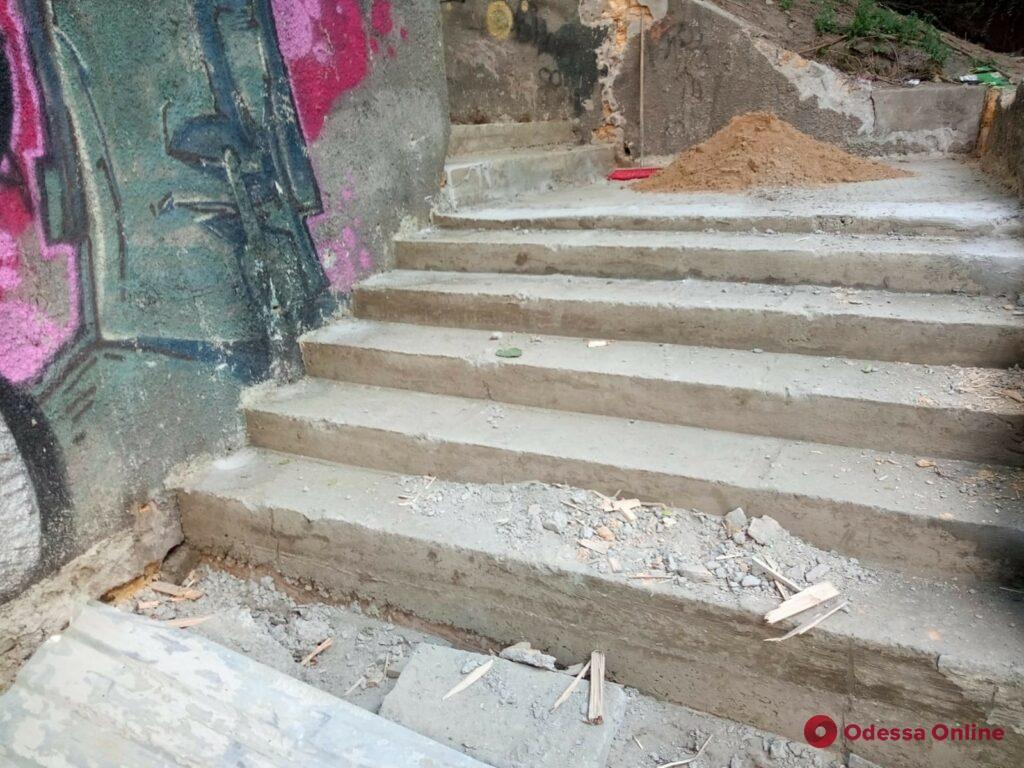 В Одессе начался капитальный ремонт Курсантской лестницы (фото)