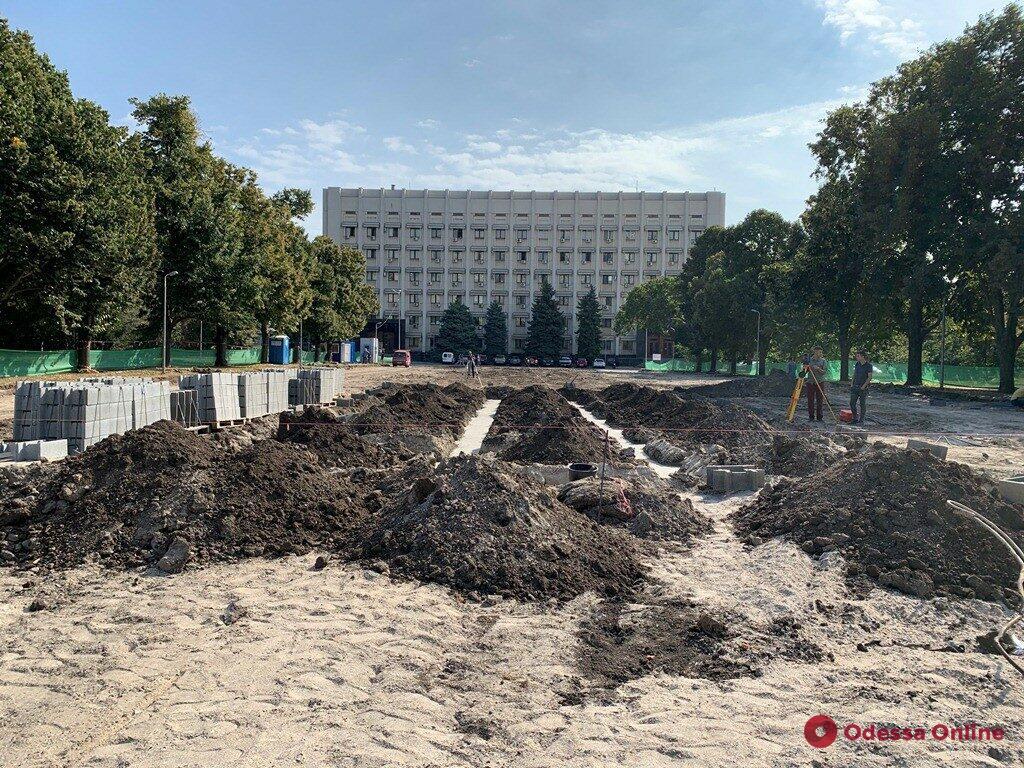 Мемориал погибшим за независимость Украины: возле ОГА начали благоустраивать сквер (фото)