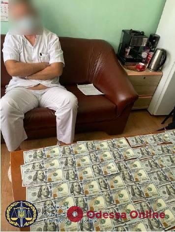 Требовал 11 тысяч долларов за операцию на сердце: одесский кардиохирург предстанет перед судом
