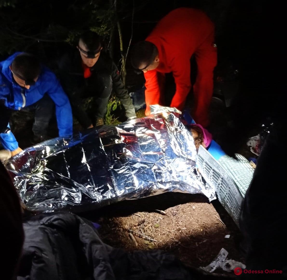 В Карпатах во время разжигания костра произошел взрыв – два человека погибли, четверо раненых (обновлено)