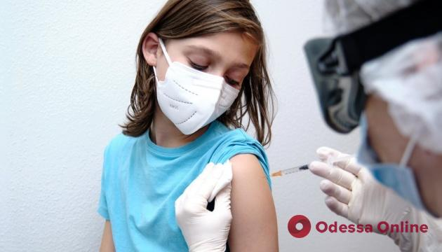 В Украине хотят разрешить прививки от коронавируса для детей от 12 лет