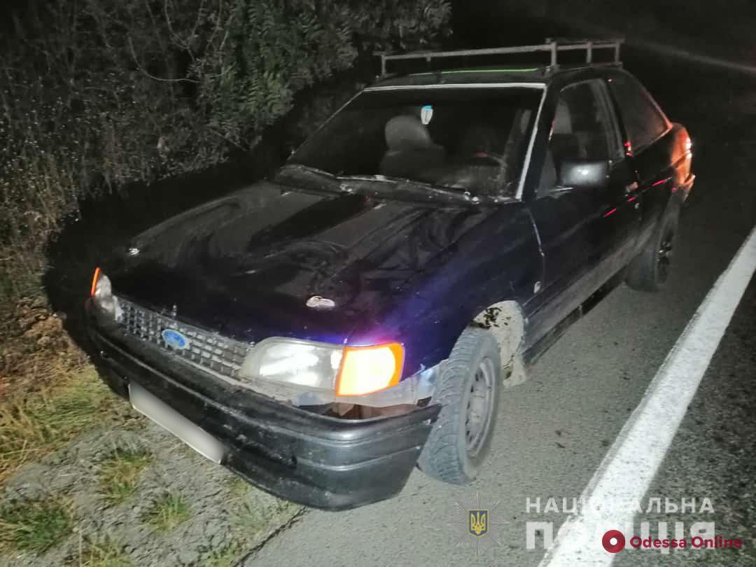 Водитель был пьян: под Одессой Ford переехал лежавшего на дороге мужчину