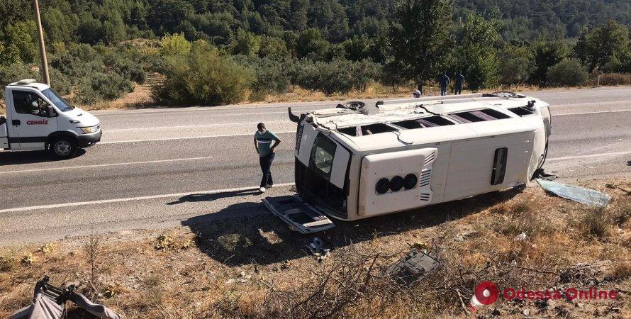 В Турции автобус с украинскими туристами попал в ДТП – один погибший и 35 пострадавших