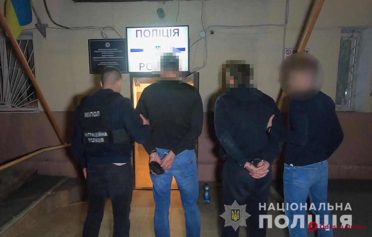 На Таирова поймали дуэт домушников (фото, видео)