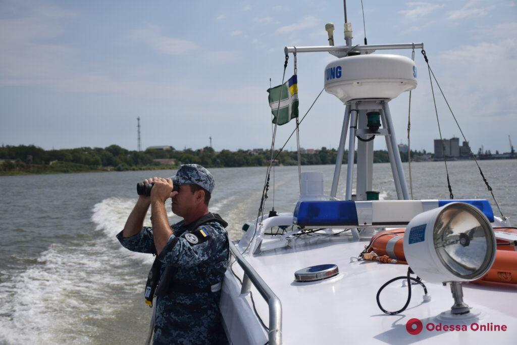 На Дунае пограничники перехватили судно-нарушитель