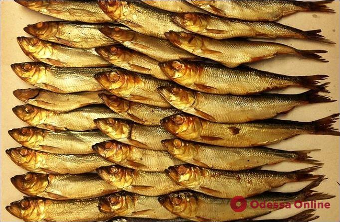 Ела копченую рыбу: в Одессе женщина заболела ботулизмом