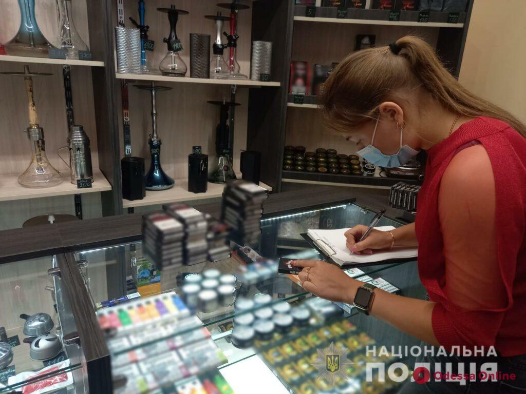 Электронные сигареты и смеси для кальяна: одесские полицейские обнаружили контрафакт (фото)