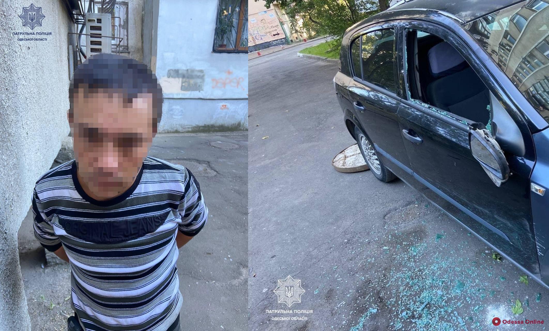 Швырял камни в автомобиль и бросался на людей: на Таирова патрульные задержали неадеквата