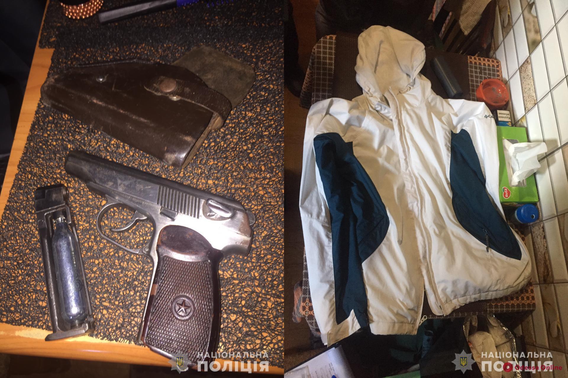 На Молдаванке вооруженный разбойник напал на продавщицу киоска (видео)