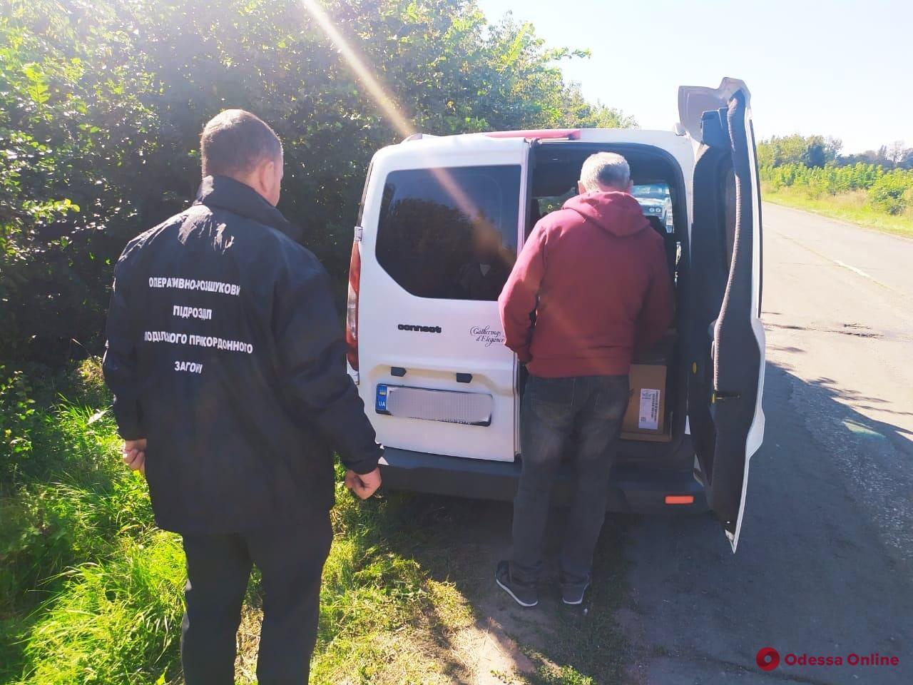 В Одесской области пограничники задержали Ford с контрафактными сигаретами и спиртом
