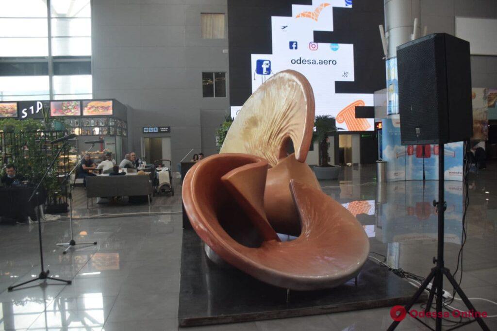 Шум моря, хруст арбузов и гудки кораблей: в Одессе появилась скульптура из звуков (фото)