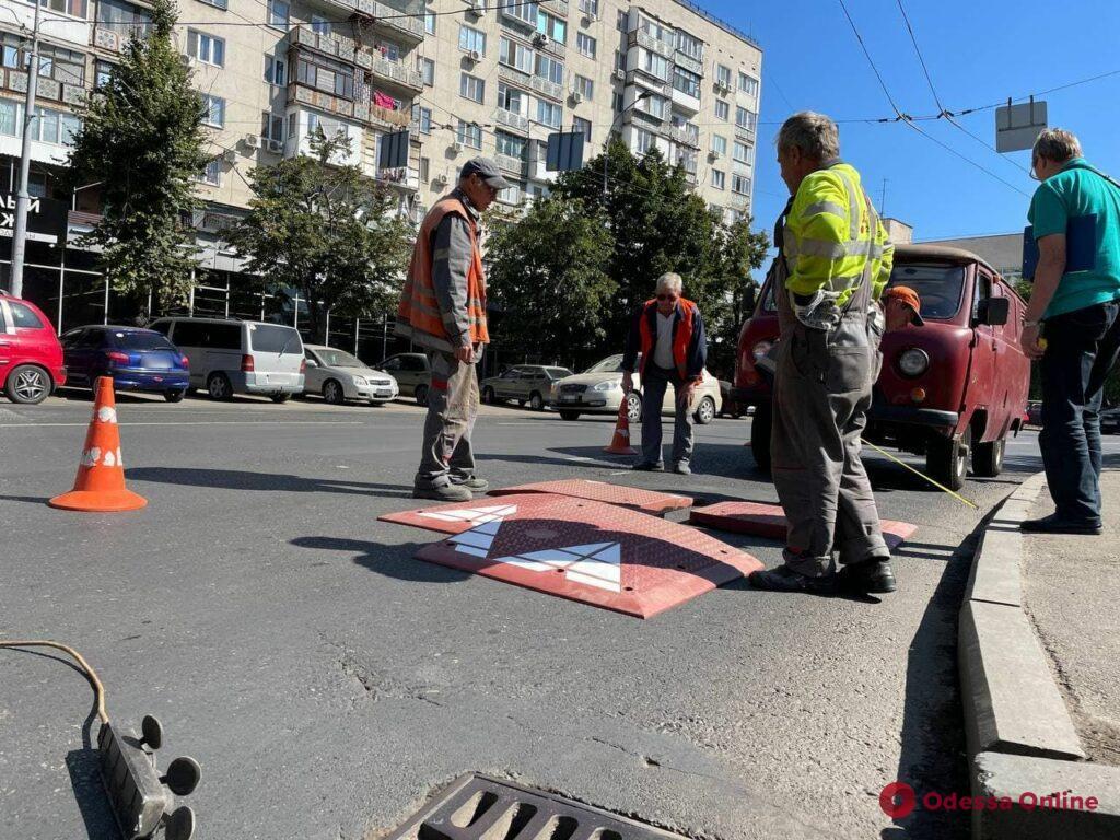 Для борьбы с дрифтерами: на площади Деревянко установили первую «берлинскую подушку»