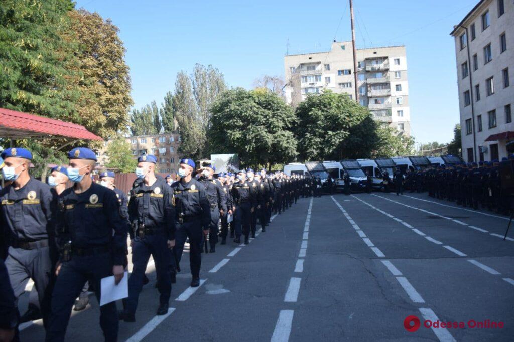 За лето раскрыли более 200 преступлений: одесских полицейских и нацгвардейцев наградили за службу во время курортного сезона