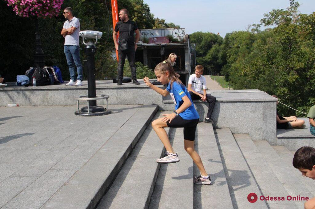 «Вверх по Потемкинской»: сотни одесситов бежали по знаменитой лестнице (фото)
