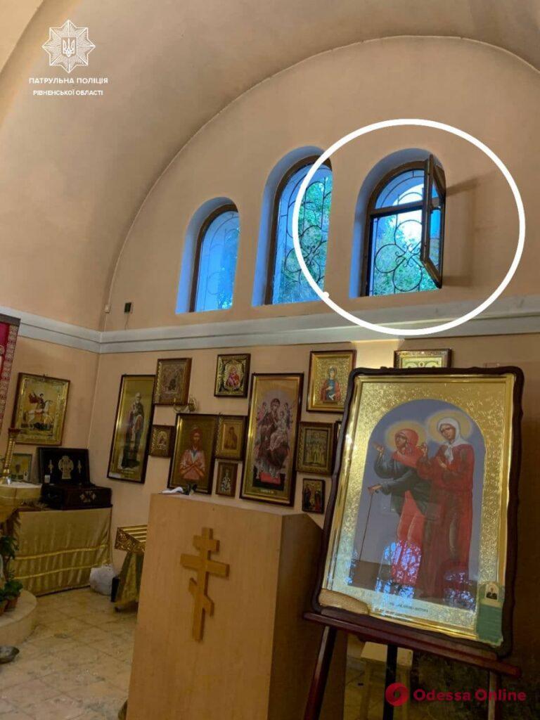Разбил окно и взял пожертвования: в храме на Люстдорфской дороге на горячем поймали горе-вора