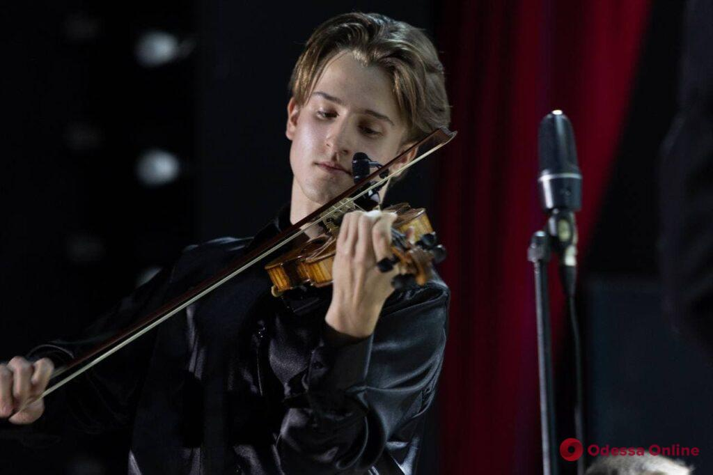 В Летнем театре открылся седьмой международный фестиваль «Золотые скрипки Одессы»