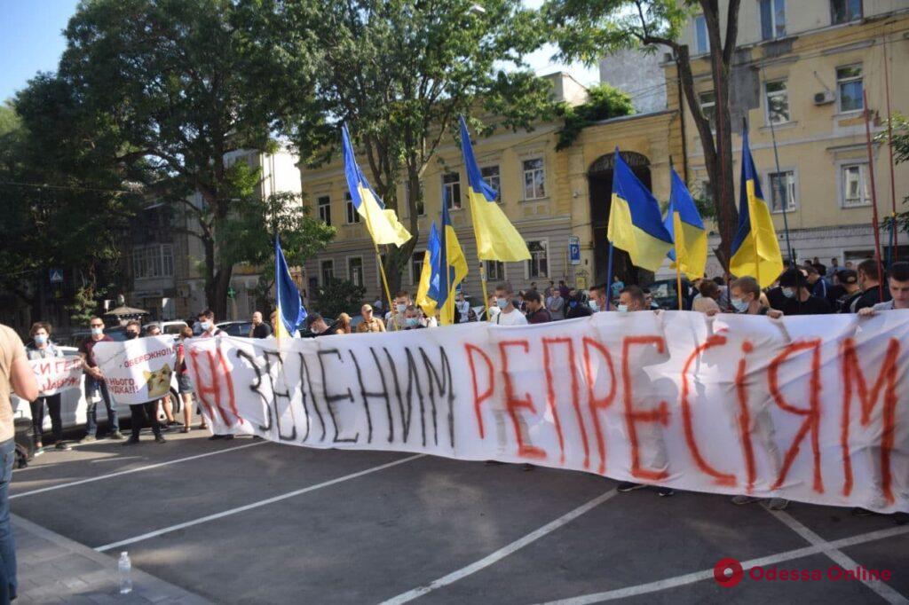 Ударил удочкой: в Одессе провели акцию в поддержку активиста, подозреваемого в избиении полицейского