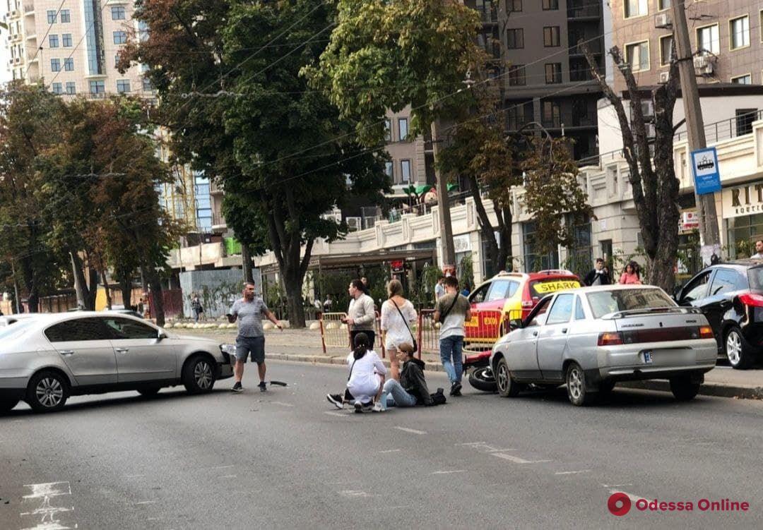 На Генуэзской в аварии пострадал мотоциклист