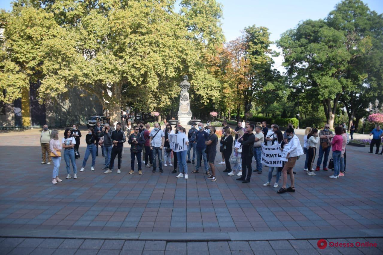 На Думской площади жильцы трех домов митингуют из-за проблем с электричеством (обновлено)