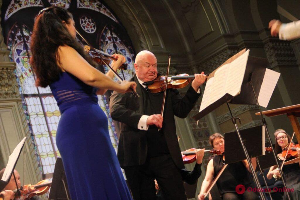 «Элегическая поэма», сюита и импровизации: в Одесской филармонии состоялся концерт «Скрипичные премьеры» (фото)