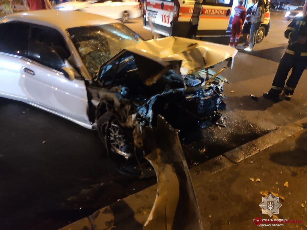 На проспекте Шевченко Nissan врезался в столб