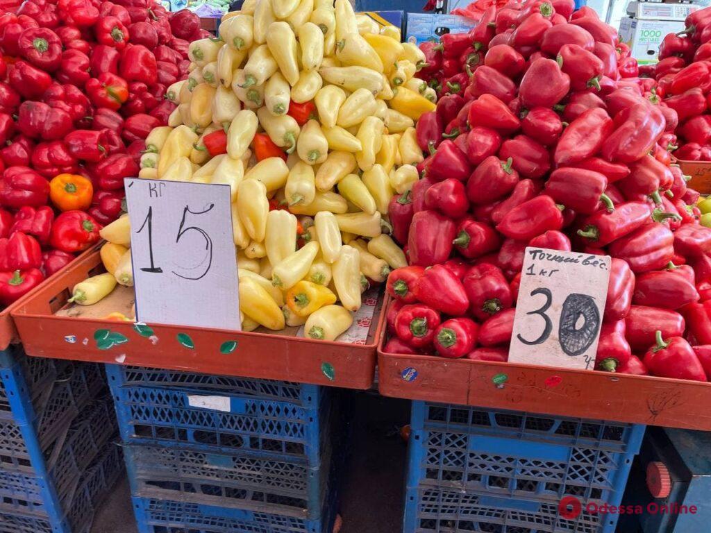 Брокколи, груши и карась: воскресные цены на одесском «Привозе»