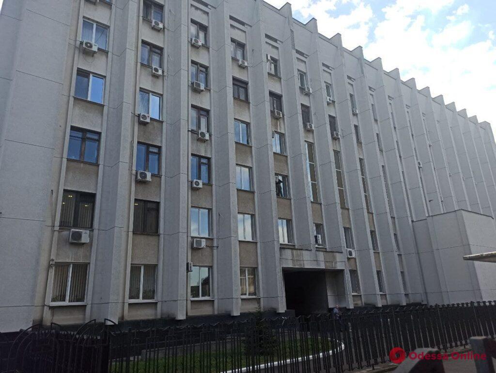 Переселенец грозится выпрыгнуть из окна ОГА на проспекте Шевченко (обновлено)