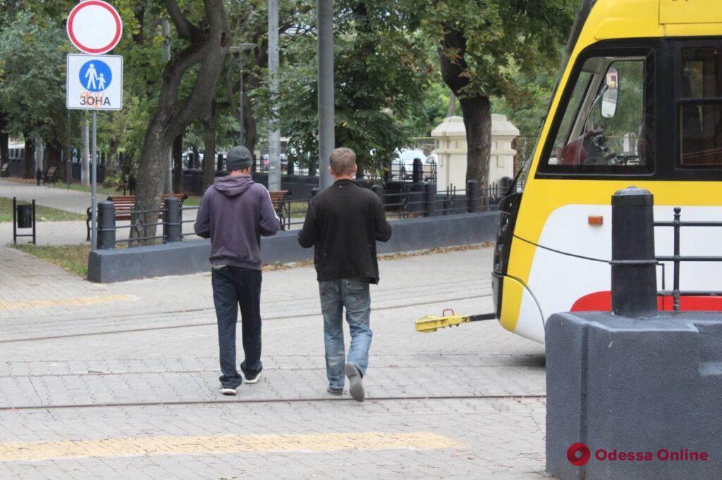Сентябрьский день в Алексеевском сквере на Молдаванке (фоторепортаж)
