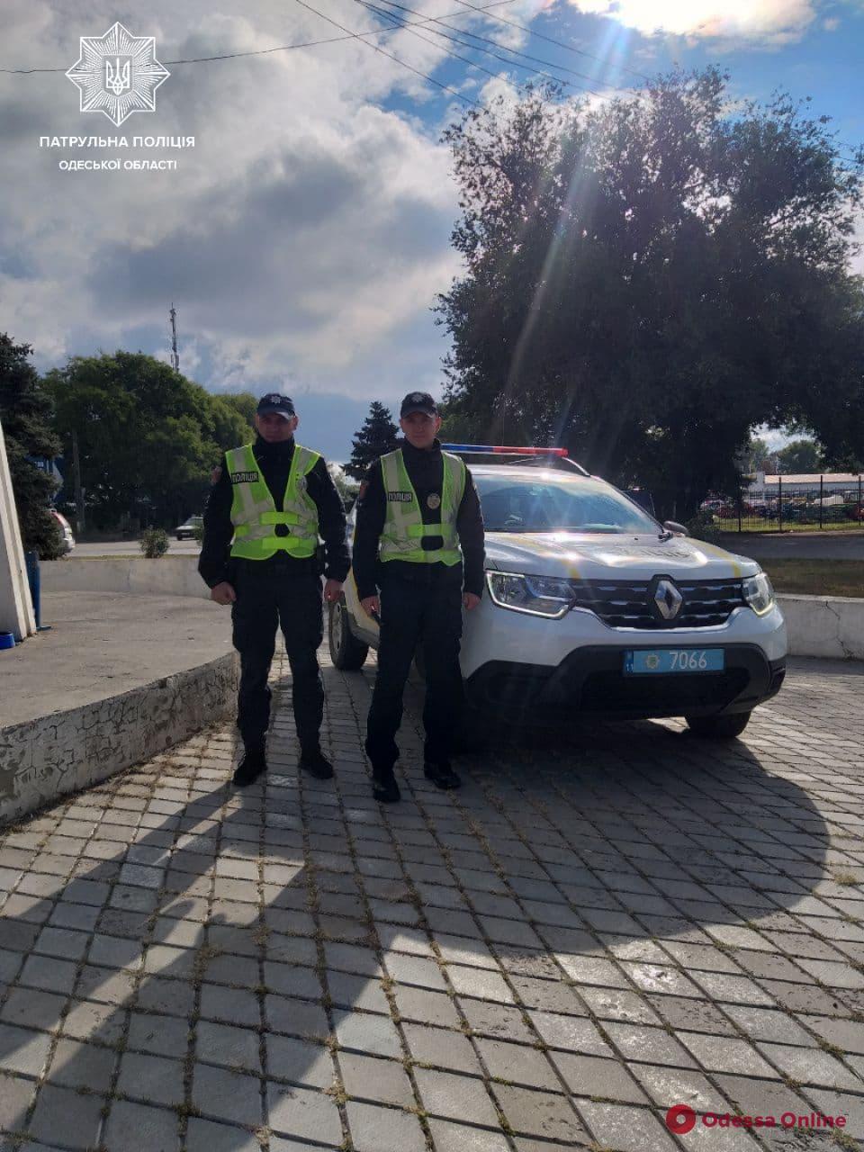 Одесские патрульные помогли срочно довезти роженицу в больницу