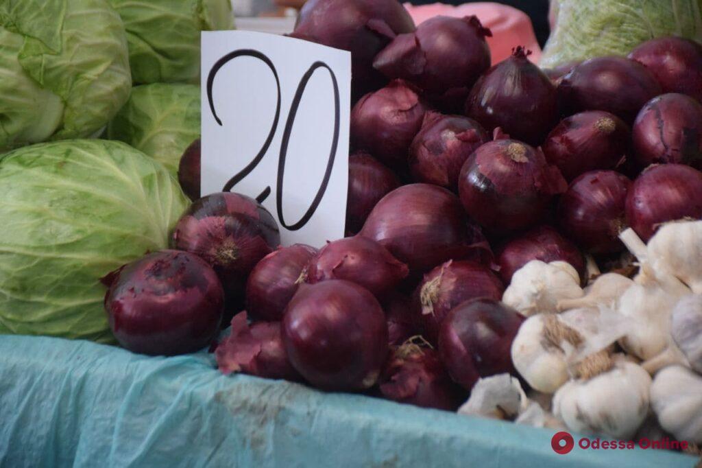 Амур, инжир и калина: воскресные цены на одесском «Привозе»
