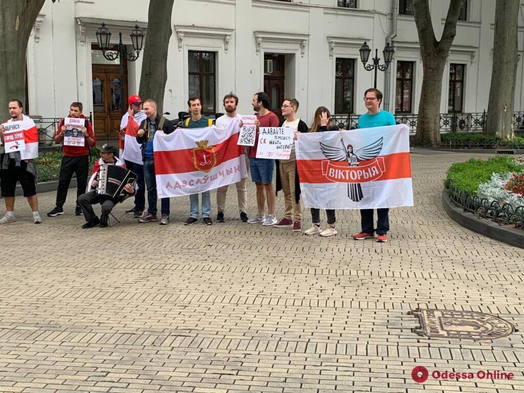 В Одессе белорусы провели акцию в связи с прекращением расследования гибели Романа Бондаренко