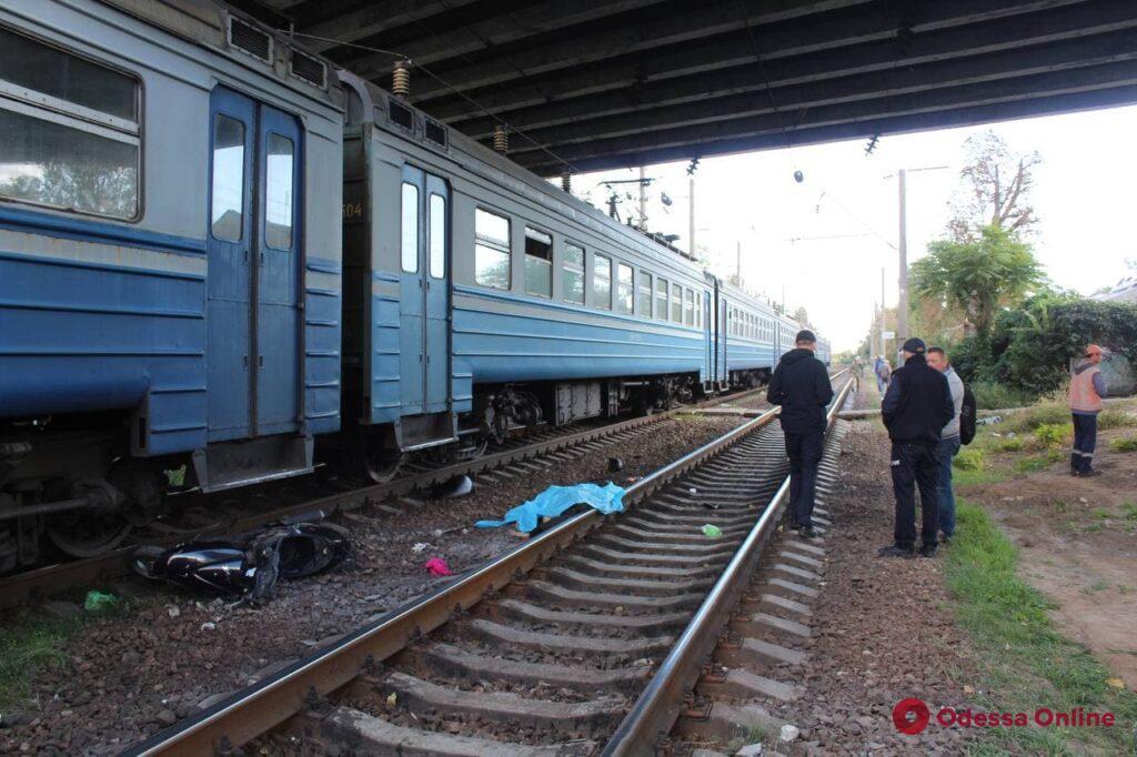 В Одессе поезд насмерть сбил мопедиста (фото, обновлено)