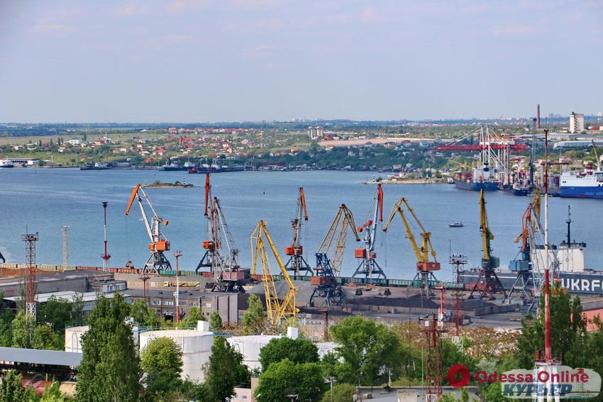 В порту Черноморска упал с высоты и пострадал рабочий