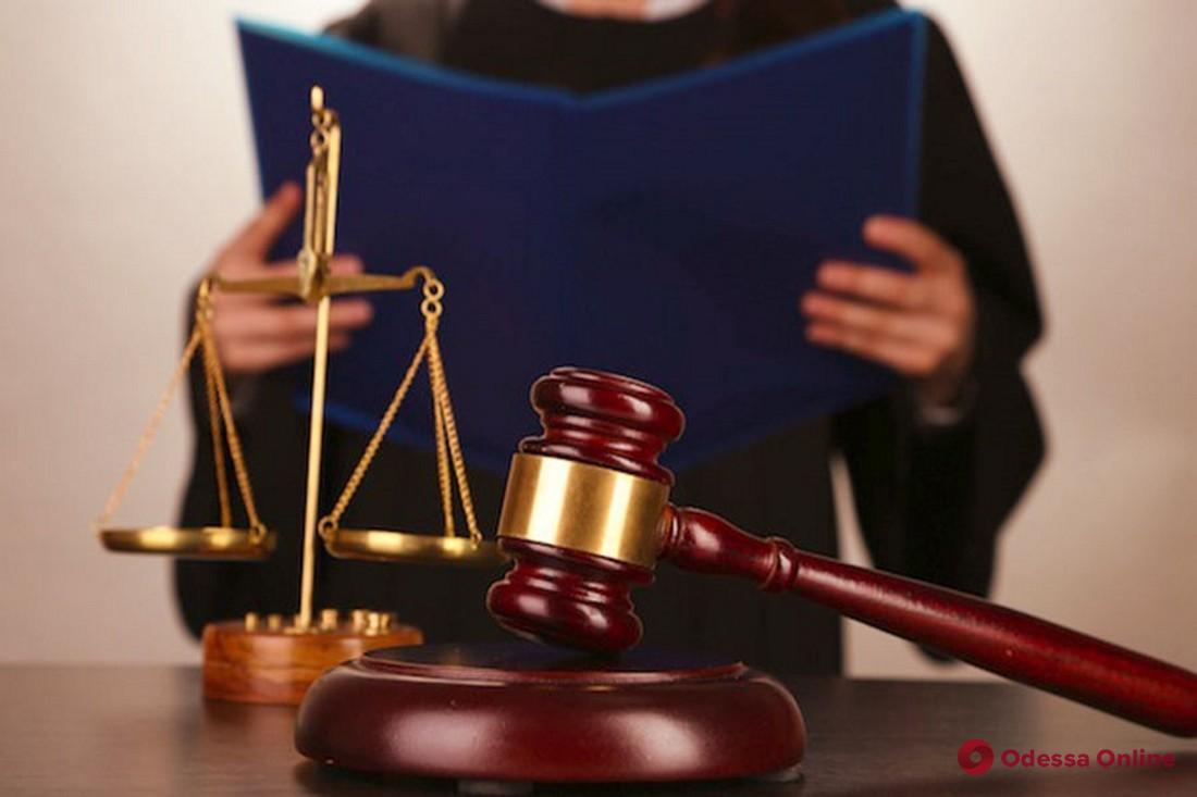 В Одессе суд дал год условно мужчине за футболку с гербом СССР