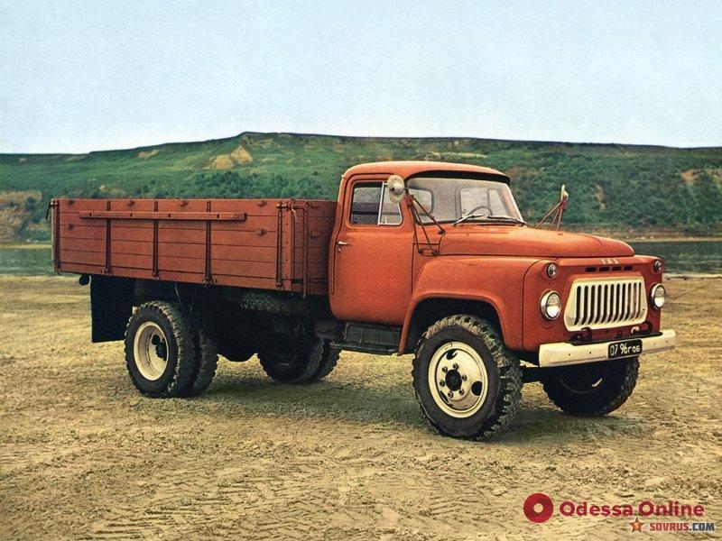 В Одесской области водитель погиб под колесами своего грузовика