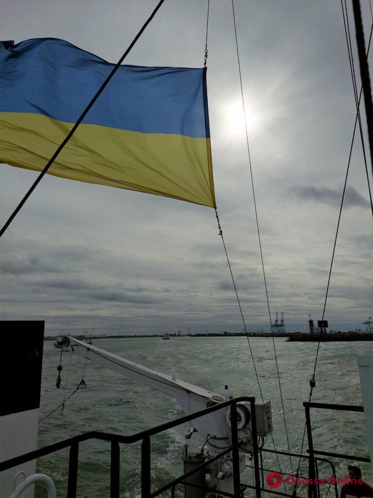 Научно-исследовательское судно «Бельгика» уже под украинским флагом и идет в Одессу (фото)