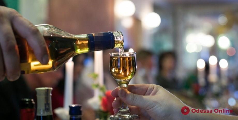 С сегодняшнего дня алкоголь в Украине будут продавать по-новому
