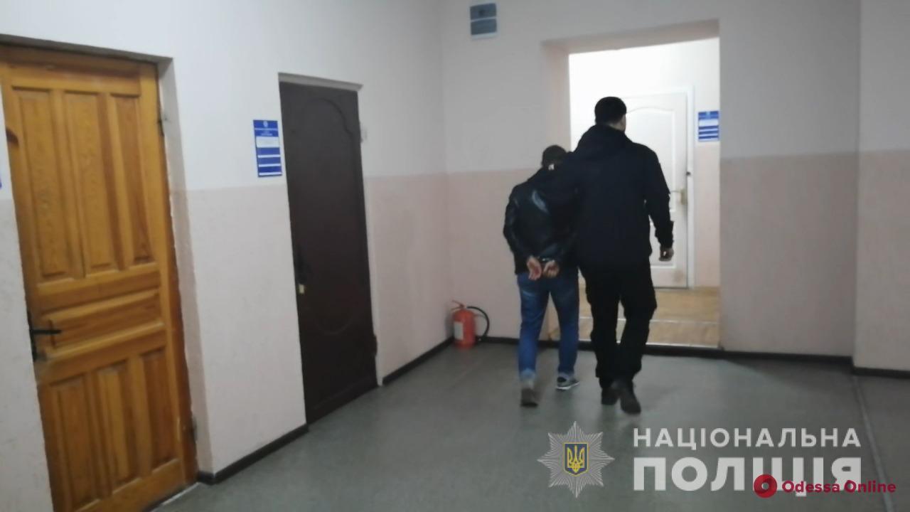 Полицейские задержали одессита, который насиловал семилетнюю падчерицу